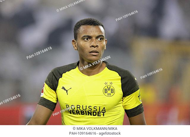 Dortmund, Signal-Iduna-Park, 14.09.18: Manuel Akanji (Borussia Dortmund) looks forward in the match of 1. Bundesliga between Borussia Dortmund vs