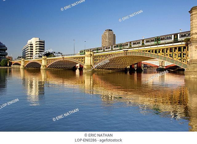 England, London, London, Early morning view of Blackfriars rail bridge spanning the River Thames