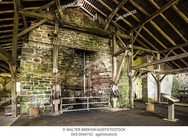 USA, Pennsylvania, Elverson, Hopewell Furnace National Historic Site, early 18th century ironmaking plantation, cast house, forge interior