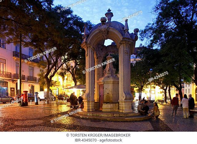 Largo do Carmo square with drinking fountain Chafariz do Carmo at dusk, historic centre Chiado, Lisbon, Portugal