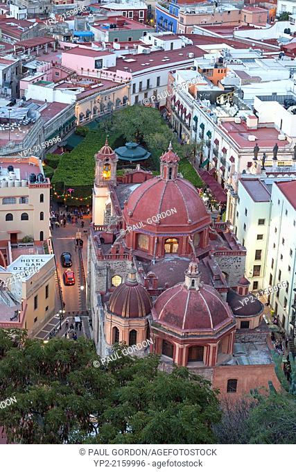 Overview of San Diego Church and Union Garden Park at dusk - Guanajuato, Guanajuato, Mexico