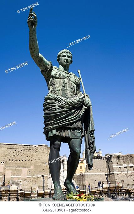 Bronze statue of Julius Caesar in Rome