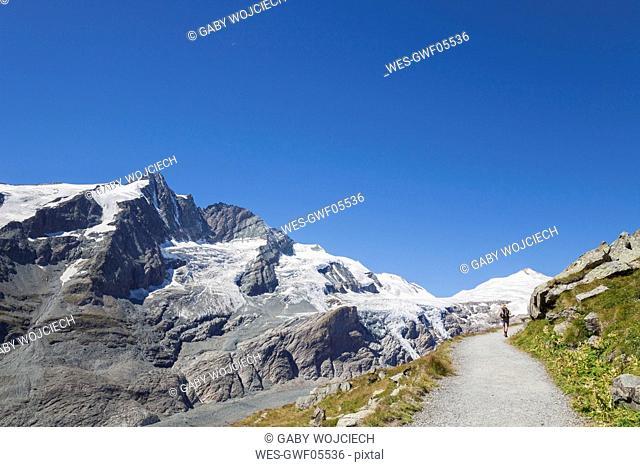 Austria, Carinthia, Grossglockner peak,Pasterze glacier, Johannisberg, hiker on Gamsgrubenweg near Kaiser-Franz-Josefs-Hoehe, High Tauern National Park