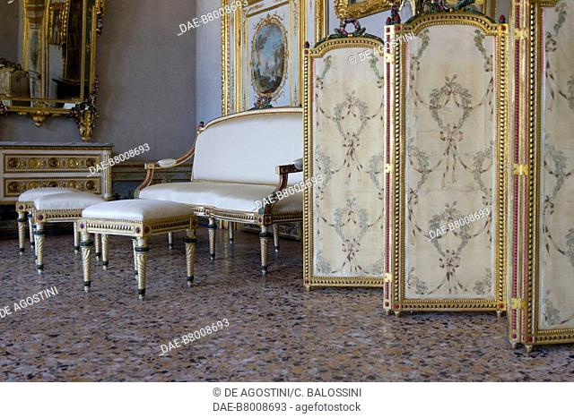 Louis XV style sofa, stools and folding screen decorated with floral motifs, by Giuseppe Maria Bonzanigo (1745-1820), anteroom, King's apartment