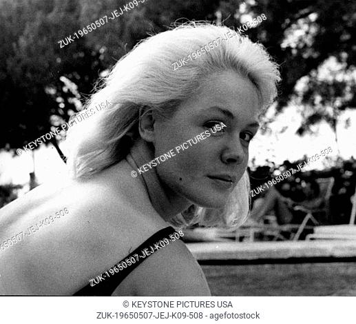 May 07, 1965 - Rome, Italy - SANDRA DEE is in Rome to turn the role of the film 'A Man Could Get Killed'. She poses in a pool of a Rome hotel