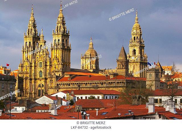 The old city with westside view of Cathedral, Catedral de Santiago de Compostela, Santiago de Compostela, Galicia, Spain