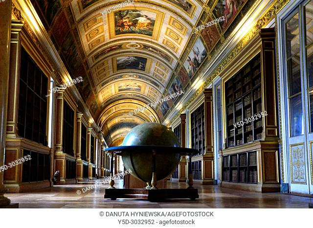 Gallery of Diana, eighty-meter long corridor now lined with bookcases, Palace of Fontainebleau, Château de Fontainebleau