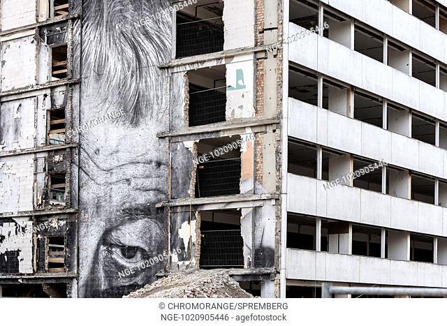 Graffiti face at a house in Berlin Mitte