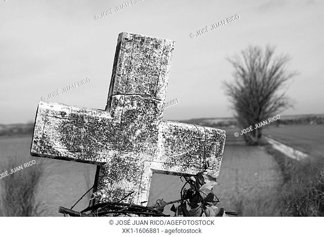 Cross, abandoned village, Aranjuez, Madrid, Spain