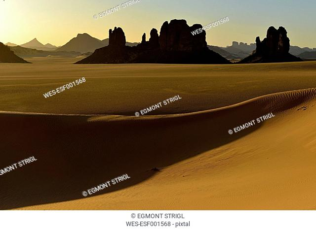 Africa, Algeria, Sahara, Tassili N'Ajjer National Park, Sunset over Timghas