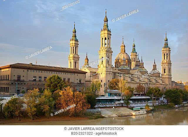 Basilica of Nuestra Señora del Pilar, Ebro river, Zaragoza. Aragón, Spain