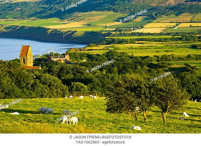 England, North Yorkshire, North York Moors National Park  The scenic Robin Hood's Bay, a popular tourist destination and the end point of the 'Coast to Coast'...