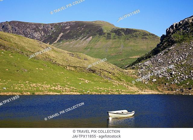 Wales, Gwynedd, Snowdonia National Park, Lake and Mountains
