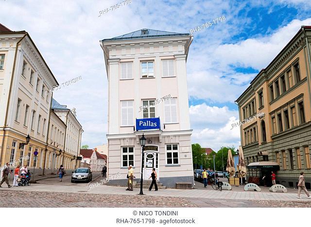 Barclay de Tolly leaning palace, Raekoja Square (Raekoja plats), Tartu, Estonia, Baltic States, Europe