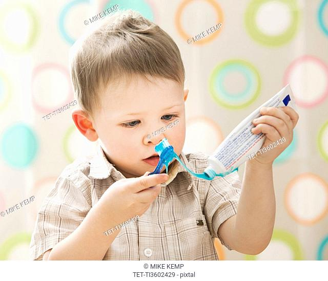 USA, Utah, Lehi, boy 2-3 brushing teeth