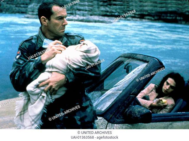 Savior - Soldat Der Hoelle, Savior, Savior - Soldat Der Hoelle, Savior, Dennis Quaid, Natasa Ninkovic  Joshuas (Dennis Quaid) kuemmert sich um das Kind von Vera...