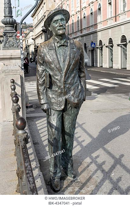 Bronze statue of writer James Joyce on the Grand Canal, Via Roma, Trieste, Friuli-Venezia Giulia, Italy
