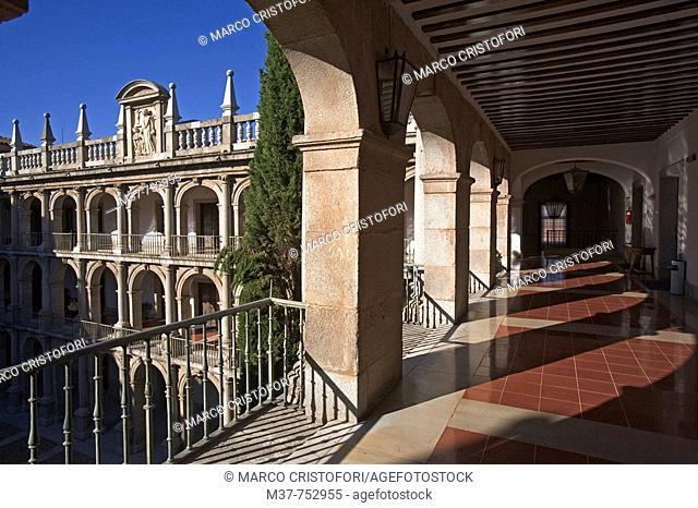 Courtyard of Santo Tomás de Villanueva at old Colegio Mayor de San Ildefonso (now rector's office) of the University of Alcalá de Henares, Alcalá de Henares