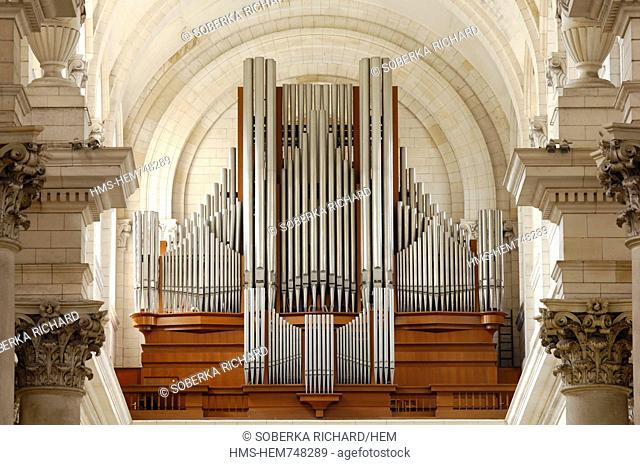 France, Pas de Calais, Arras, Notre Dame et Saint Vaast d'Arras Cathedral, great organ brand Roethinger of 74 games installed in 1964