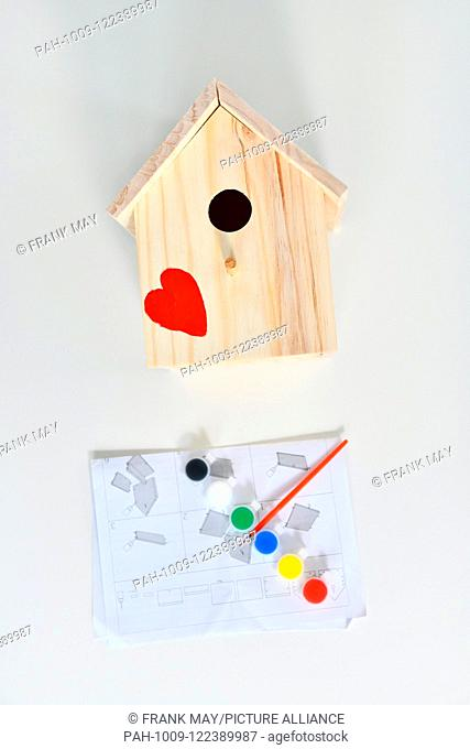 Building a birdhouse, Germany, city of Seesen, 15. July 2018. Photo: Frank May | usage worldwide. - Seesen/Niedersachsen/Germany