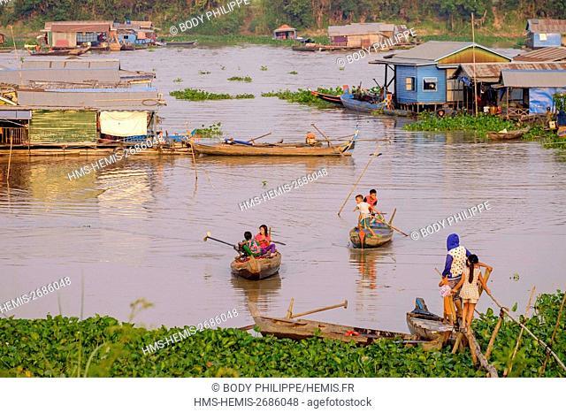 Cambodia, Kompong Chhang province, Kompong Chhnang ou Kampong Chhnang,Floating fishermen village, Cham