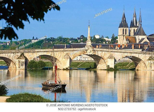 Blois, Loire River, Traditional Boat, Saint Nicolas Church, Jacques Gabriel Bridge, Pont Jacques Gabriel, Loire et Cher, Pays de la Loire, Loire Valley