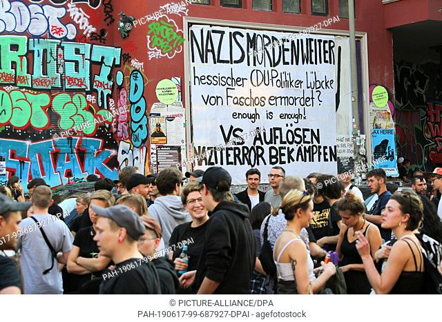 """17 June 2019, Hamburg: A demonstration under the motto """"""""Stop the right-wing violence!"""""""" stands in front of the red flora"""