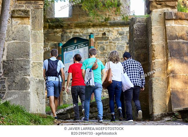 Group of tourists and guide making a tour of the city, Climb to Mount Urgull, Baluarte del Mirador, Donostia, San Sebastian, Gipuzkoa, Basque Country, Spain