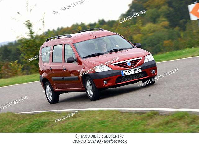 Dacia Logan MCV 1.5dCi Lauréate, model year 2007-, red, driving, diagonal from the front, frontal view, country road