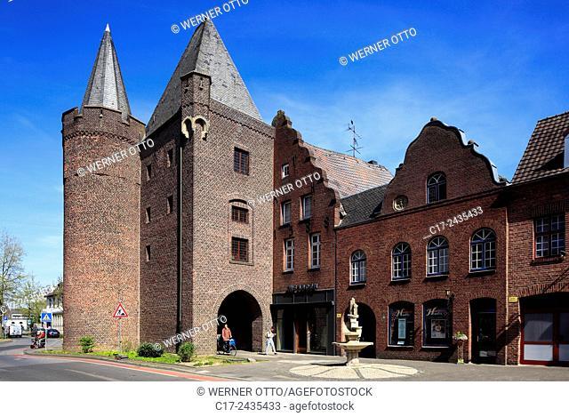 Germany, Goch, Niers, Lower Rhine, Rhineland, North Rhine-Westphalia, NRW, Steintor, town gate, Middle Ages, brick building, residential buildings