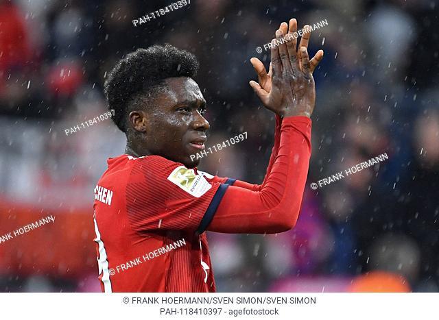 Alphonso DAVIES (FC Bayern Munich) applauds, applause, action, single image, single cut motive, half figure, half figure. Soccer 1. Bundesliga, 26