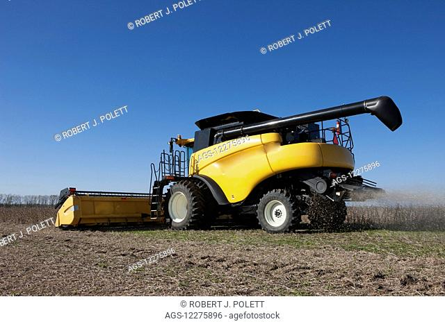 New Holland CR9060 Combine harvesting soybeans; Dyersville, Tennessee, United States of America