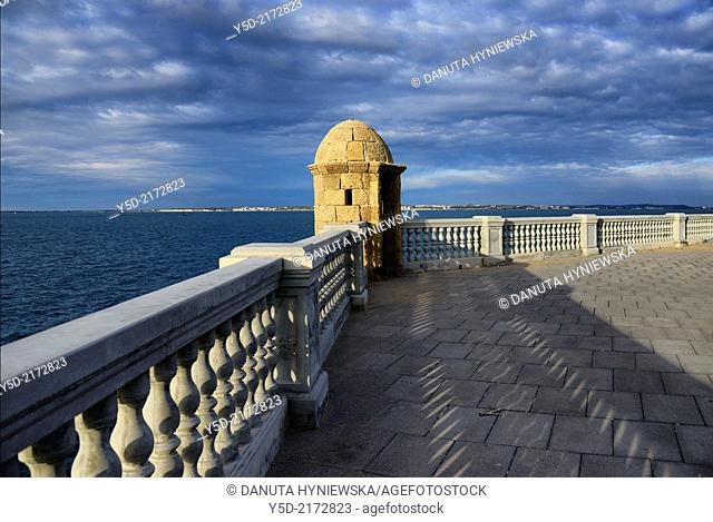 Europe, Spain, Andalusia, Cádiz, watchtower near Parque Genovés
