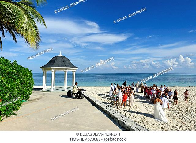 Bahamas, Grand Bahama Island, Freeport, Lucaya Beach, wedding ceremony next to a kiosk on a white sand beach facing the sea