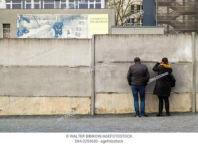Germany, Berlin, Prenzlauer Berg, Berlin Wall Memorial, visitors