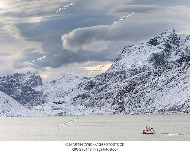 Mountains of Moskenesoya rising over Selfjorden and Torsfjorden near village Fredvang, seen from Flakstadoya . The Lofoten Islands in northern Norway during...
