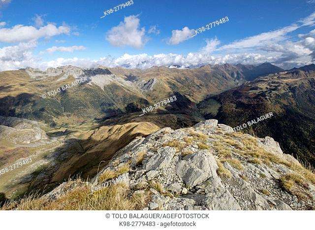 Panoramic view of the Oza Forest and the Guarrinza valley from Chipeta Alto, 2175 meters, Valley of Hecho, western valleys, Pyrenean mountain range