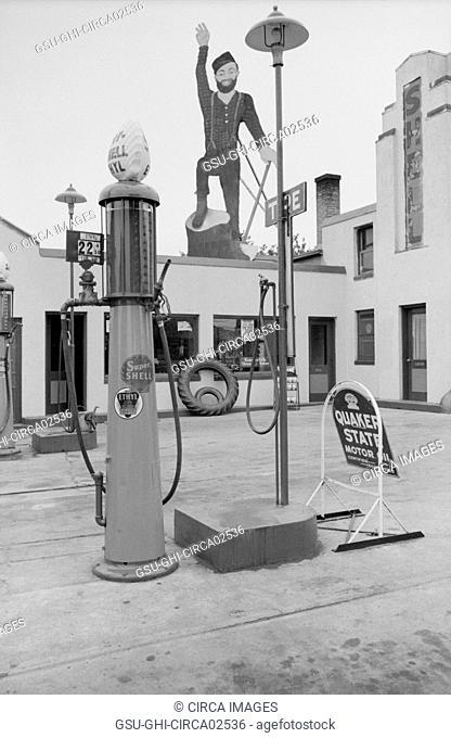 Paul Bunyan atop Gas Station, Bemidji, Minnesota, USA, John Vachon for Farm Security Administration, September 1939
