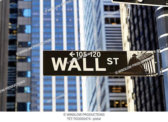 USA, New York, New York City, Lower Manhattan, Wall Street sign on building
