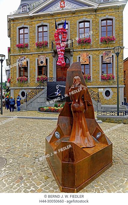 Berthe de La Roche, metal, statue, administration municipal de La Smelling Roche-en-Ardenne, city hall, bra decoration, La Smelling Roche-en-Ardenne Belgium