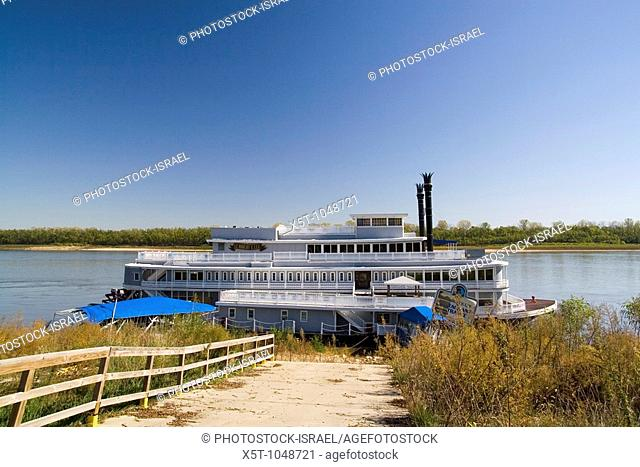 Missouri MO USA, An abandoned riverboat on the Mississippi river Kimmswick October 2006