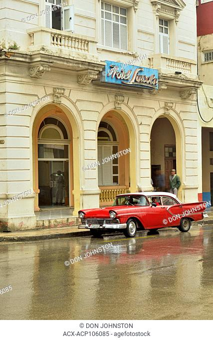 Street photography in central Havana- Hotel Lincoln on Calle Galiano on a rainy day
