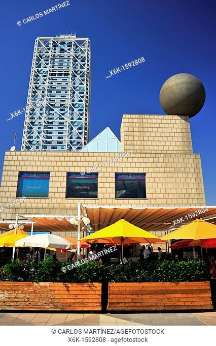 Marina Village, Hotel Arts Bruce Graham del estudio de arquitectura Skidmore, Owings & Merril SOM, escultura esfera Frank Owen Gehry, Barcelona, Catalunya