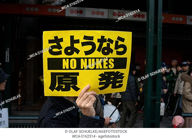 23. 12. 2017, Kyoto, Japan, Asia - A man protests against nuclear weapons on a main street in central Kyoto