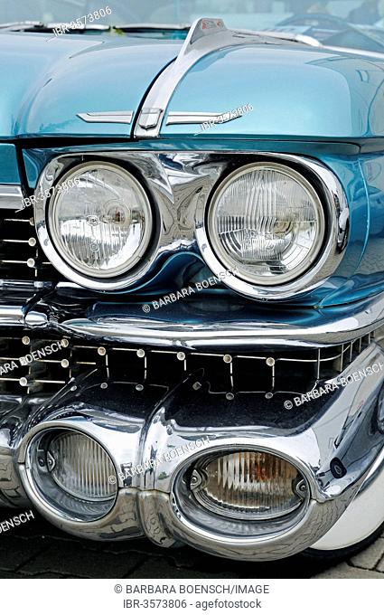 Headlights, front view, Cadillac Coupe Series 62, American vintage car