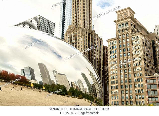 USA, IL, Chicago. Famous public art sculpture, Cloud Gate, by Indian-born, British artist, Anish Kapoor. It is also known as The Bean