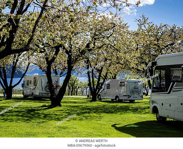 Mobile homes on campsite Lofthus, on hill above the Sörfjord, view of snow-covered mountains, Hardangerfjord near Lofthus, Hardanger, Norway