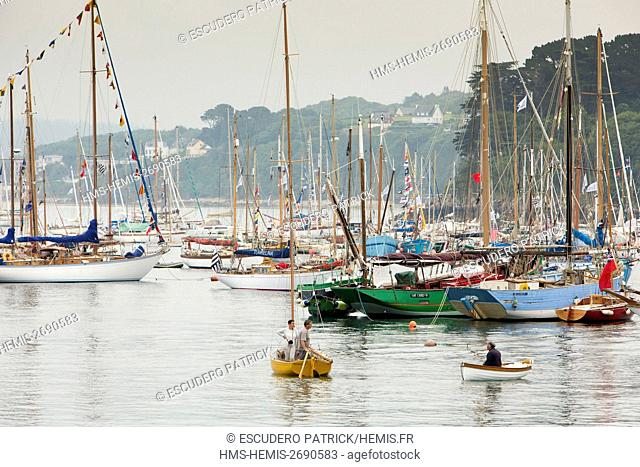 France, Finistere, Parc Naturel Regional d'Armorique, Parc Naturel marin d'Iroise, Douarnenez, Temps Fetes, gathring of sailboats and seafarers