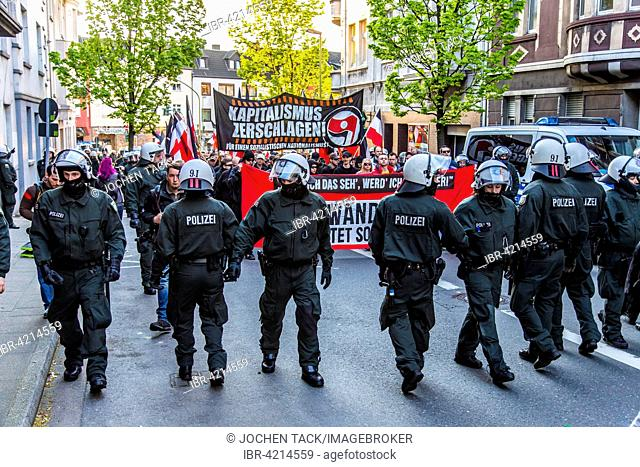 Police at a protest, far-right party marching in Essen on May 1 2015, Deutsches Reich flag, Essen, North Rhine-Westphalia, Germany