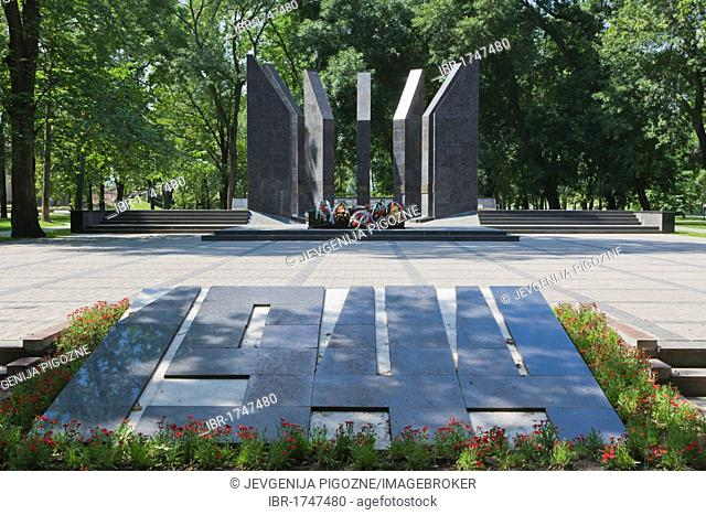 WW2 memorial, the bed of honour, Dubrovina darzs, Duprovin Park, Daugavpils, Latgale, Latvia, Northern Europe